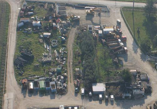L'area piena di rifiuti a Campomarino