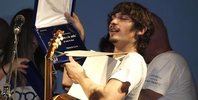 Il cantante premiato Pierdavide Carone (foto Gabrio)