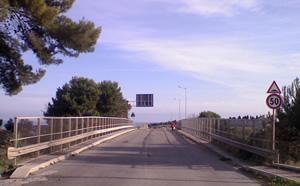 il cavalcavia autostradale di via del Mare
