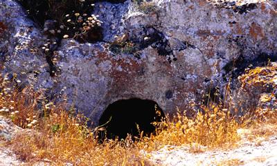 San Nicola - tomba a grotticella (foto C.L.Smoke)