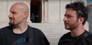 Quei due sul Server in piazza Duomo